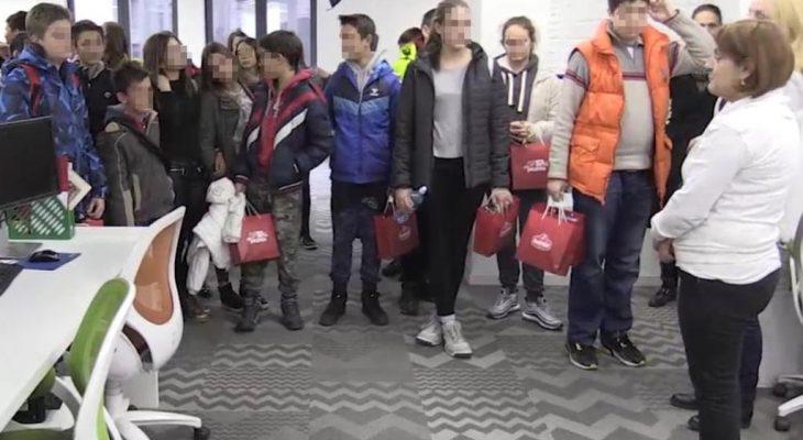 ADRIA MEDIA GROUP UGOSTILA DECU S KOSMETA: Pokloni obradovali školarce iz Osojana